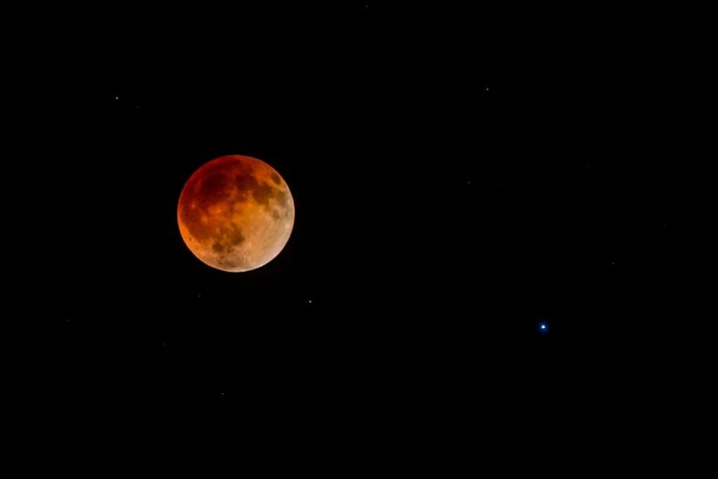 kırmızı ay ve spica
